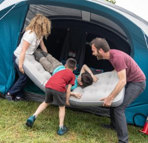 Matelas gonflable 1 place au camping